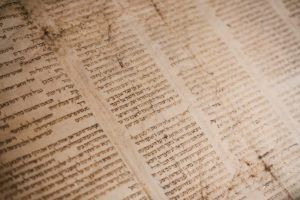 How to Learn Hebrew Online: Biblical Scroll