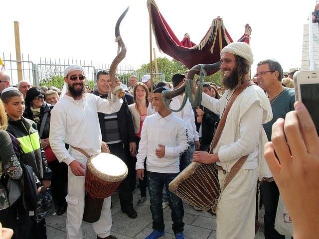 Bar Mitzvah vs. Bat Mitzvah: Jewish Celebration